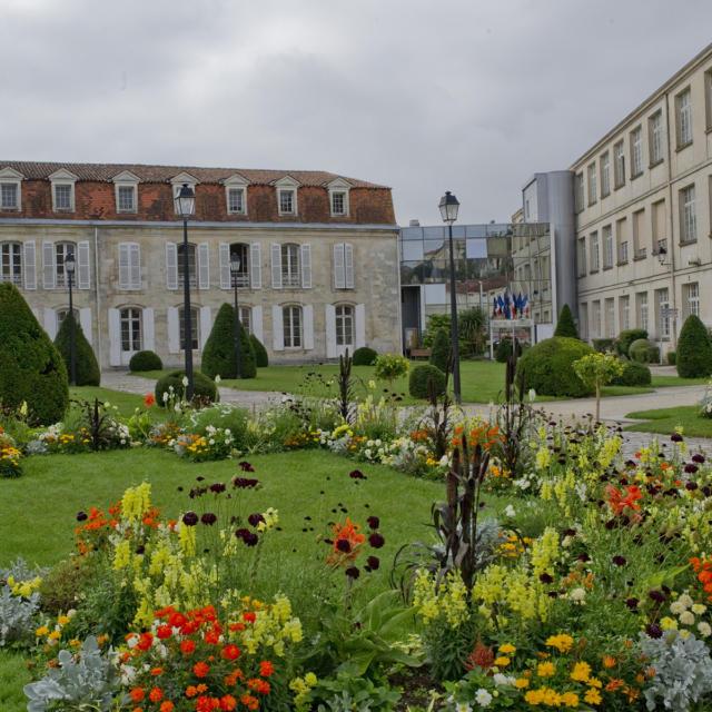 Conseils Municipaux façade mairie