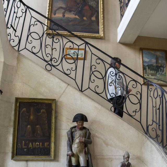 Musée Dupuy-Mestreau - Exposition de tableau et sculpture dans l'Escalier