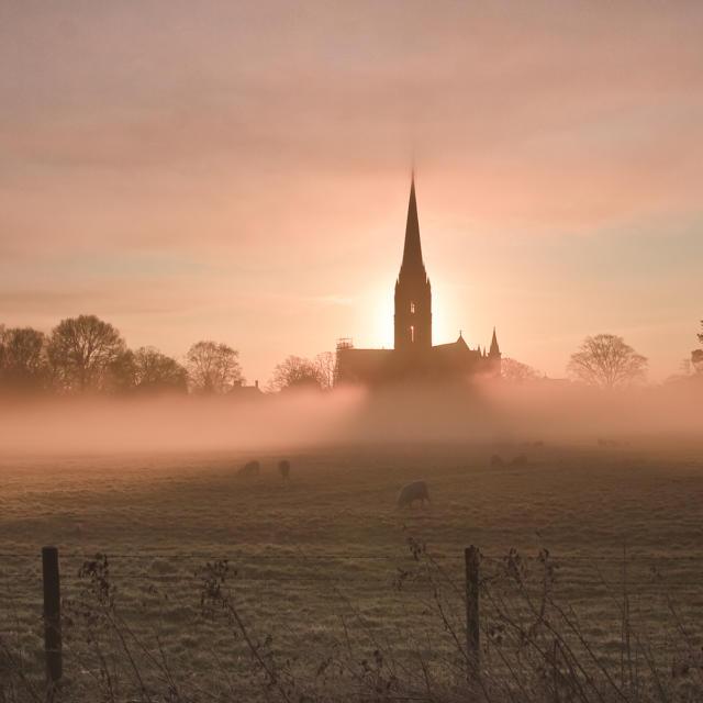 Ville jumelle - Salisbury Royaume-Uni - Matin brouillard