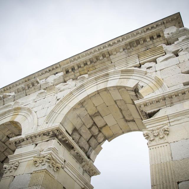 Arc De Germanicus vue de près