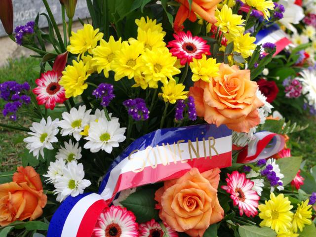 gerbe de fleurs commémoration