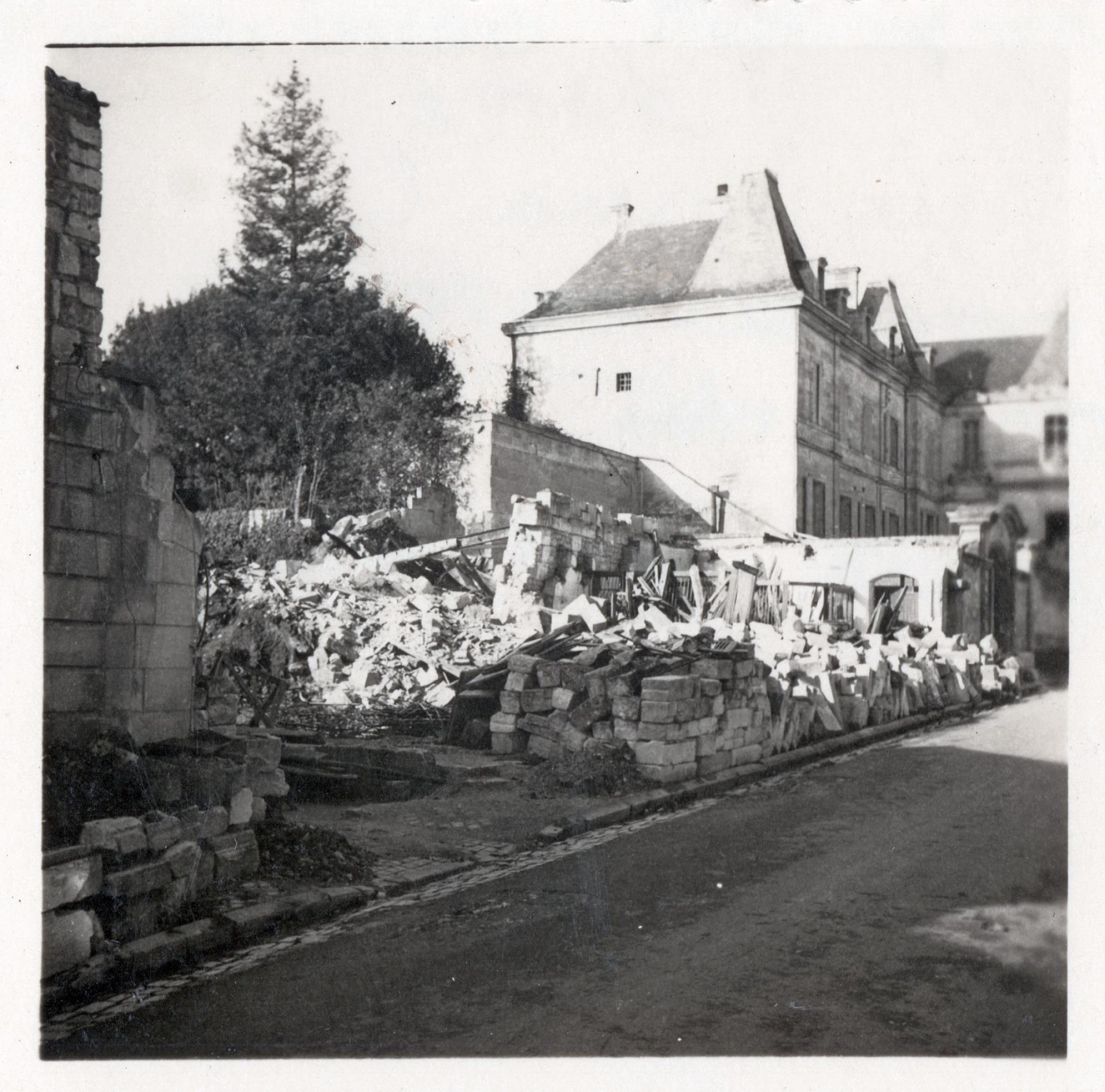 Arrierevillamusso Bombardement1944(coll Médiathèque Saintes)